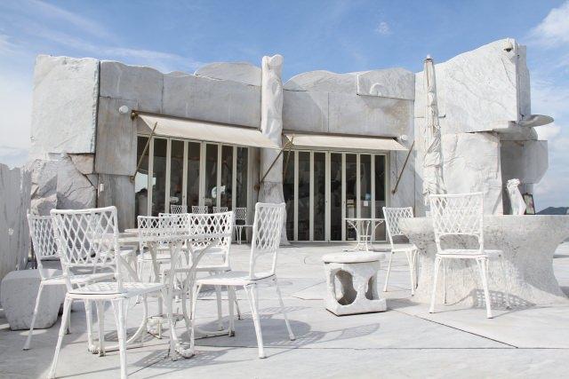 10. ギリシャみたい!?白い大理石が素敵すぎる観光地「未来心の丘」