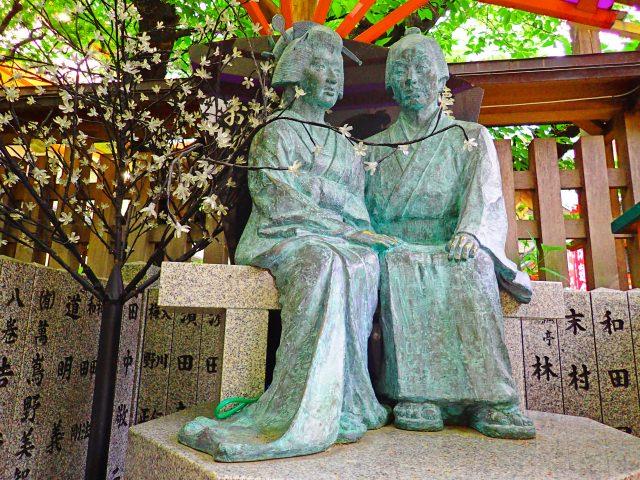 1. 大阪梅田に佇む心休まる観光スポット。恋人と一緒にぜひ!「露天神社」