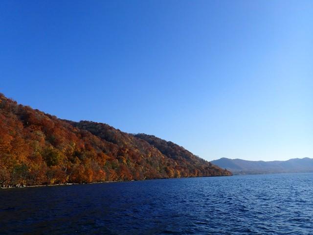 5. 青森で出会う絶景!絵画のような紅葉スポット「十和田湖」