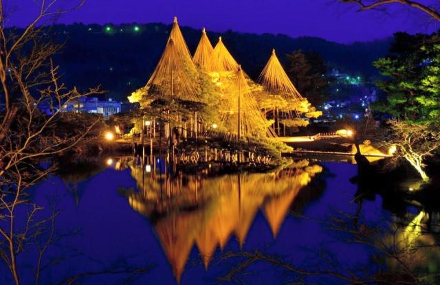 1. 日本三名園のひとつ!金沢でも定番観光スポット「兼六園」