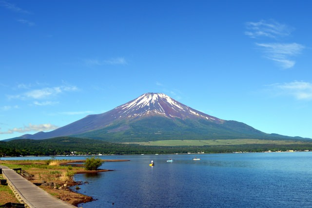 9. 富士五湖のひとつである山梨の代表的観光スポット!「山中湖」