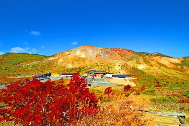 9. 山の中腹で紅葉に囲まれる体感を「浄土平」