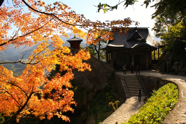 6. 雪が積もる前の紅葉も美しい「立石寺(山寺)」