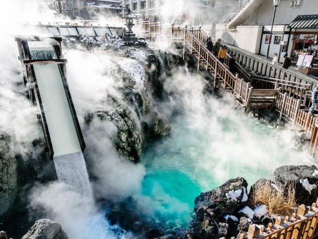 18. 日本一の温泉自然湧出量を誇る人気温泉スポット!「草津温泉」