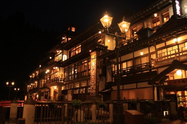 13. ロケ地観光にも最適な日本を有数の温泉スポットといえば!「銀山温泉」