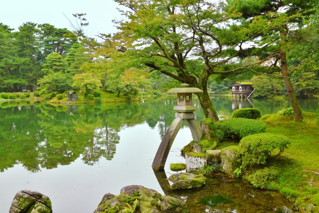 35. 【石川県】日本三大庭園を必ず観光しておきたい定番スポット!「兼六園」