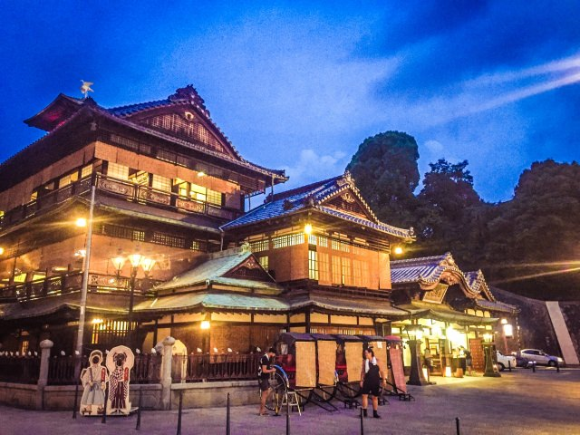 81. 【愛媛県】日本を代表する温泉街は観光に最適!「道後温泉」