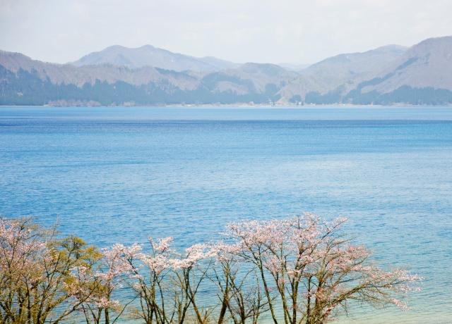 8. 日本一深い湖の周辺は観光スポットが満載!「田沢湖」