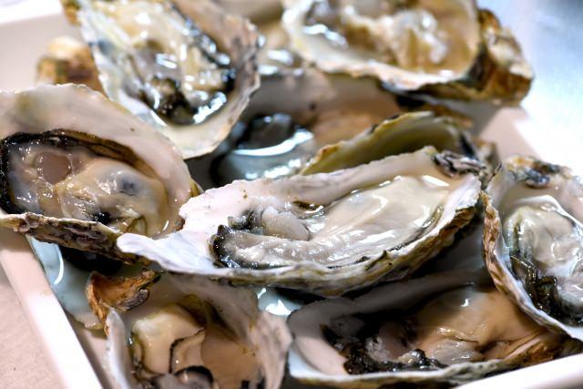 32. 【広島県】人気観光スポットである宮島でいただくご当地グルメ!「牡蠣」