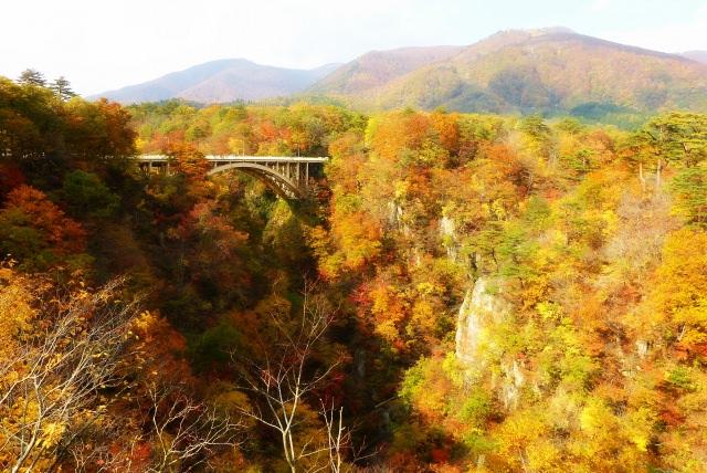8. 温泉郷からほど近い絶景紅葉「鳴子峡」
