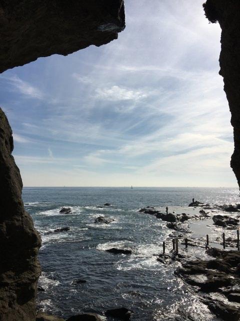 7. 江ノ島の洞窟で探検気分を!「江ノ島岩屋」