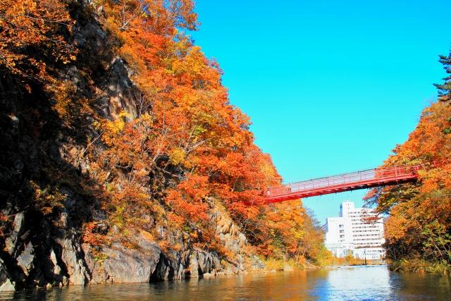 4. 北海道の温泉街で味わう紅葉景色!「定山渓」