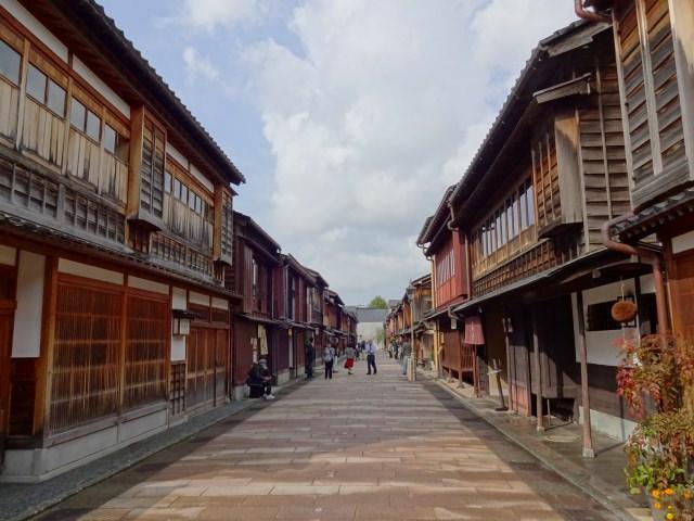 6. 古きよき日本の町並みを体験!その雰囲気に魅了されたい!「ひがし茶屋街」
