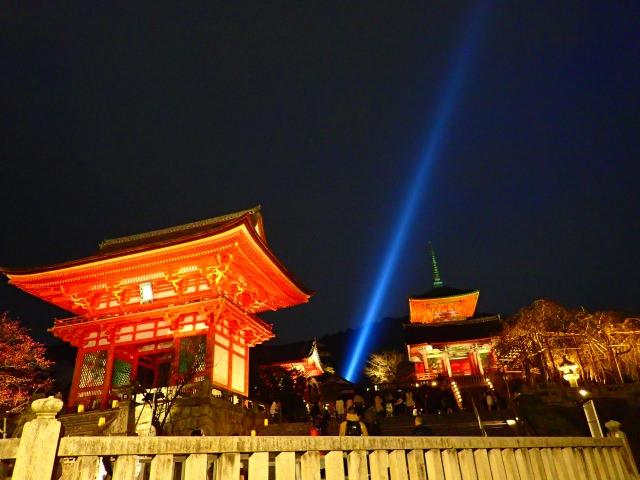 7. 京都、早春の風物詩「東山花灯路」