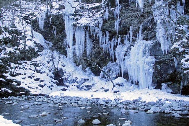 4. 冬景色が美しい!氷の芸術!秩父大滝を楽しむ「三十槌の氷柱」
