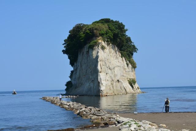5. 石川県の自然を堪能する観光地 「見附島」