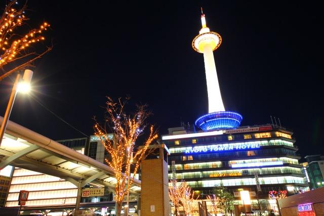 6. 京都駅前のシンボル!「京都タワー」で夜景観賞!