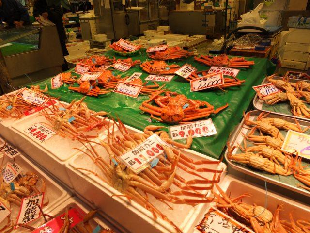 9. 石川県の新鮮な食材を楽しむ!活気ある観光スポット「近江町市場」