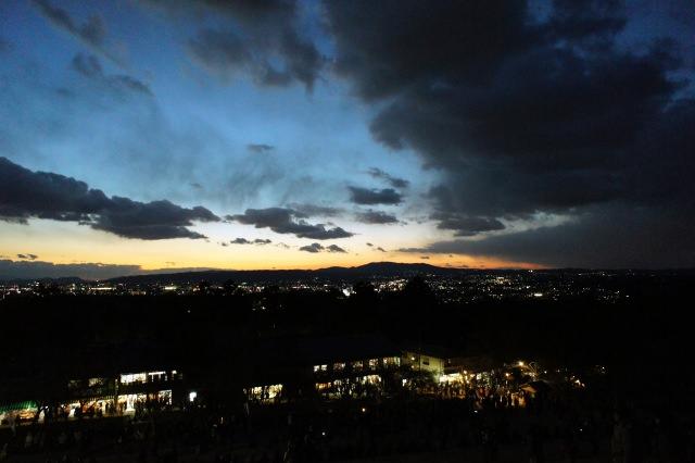 9. 新日本三大夜景のひとつ、一度は見てほしい関西の夜景の1つ「若草山」