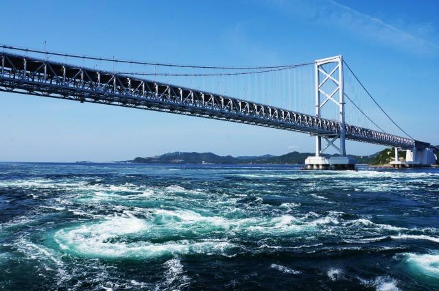2. 遊歩道はスリル満点!四国の名所「大鳴門橋」