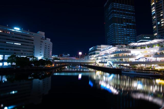 2. デートの最後はここで決まり!都市的夜景で癒される「横浜ベイクォーター」