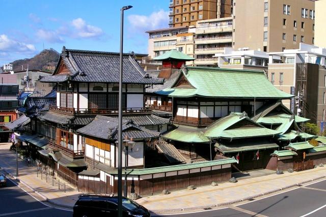 5. 雨の日にもおすすめ!松山の名所といえばここ!「道後温泉本館」
