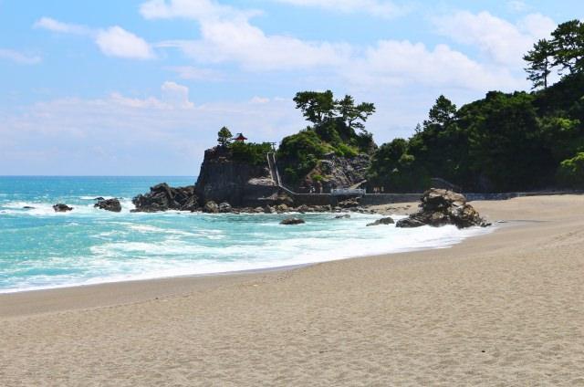 4. のんびりと散歩に最適!四国の自然を感じる「桂浜」