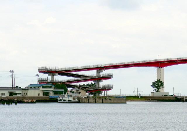 4. 赤い橋伝説で有名な「中の島大橋」