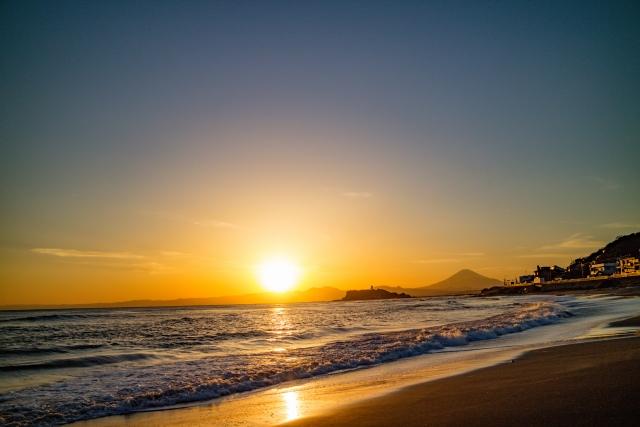 3. 鎌倉が誇る絶景オーシャンビューの夜景!「稲村ケ崎海浜公園」