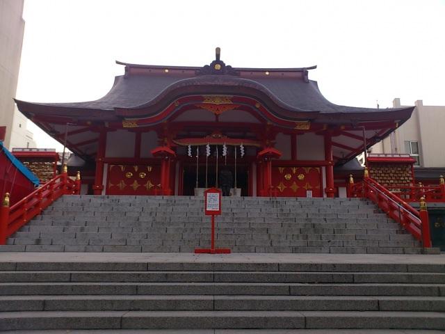 7. 繁華街新宿に佇む商売の神様「花園神社」