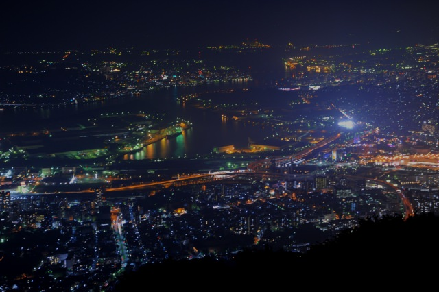 2. 福岡県の美しい夜景を楽しむ!「皿倉山」